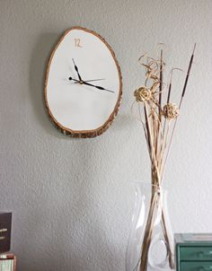 DIY Wood Slab Wall Clock--an absolute must try #DIY via #WhimseyBox!