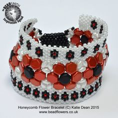 This flower bracelet pattern is made with Honeycomb beads, Superduos and 11/0 seed beads. It is suitable for intermediate to advanced, using peyote stitch.