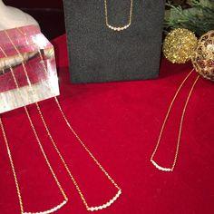 ageteさんはInstagramを利用しています:「【diamond necklace】 先日1粒ダイヤモンンドネックレスのオススメをご紹介しましたが、鎖骨のラインに沿うデザインが女性らしい、バータイプも今年はとても人気があります。 アガットがご提案するバータイプのデザインは、それぞれ石の大きさや長さが異なった4種類。…」