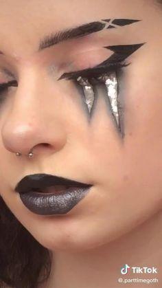 Punk Makeup, Grunge Makeup, Gothic Makeup, Eye Makeup Art, Goth Makeup Tutorial, Eyeliner Tutorial, Eyeliner Looks, Winged Eyeliner, Emo Eyeliner