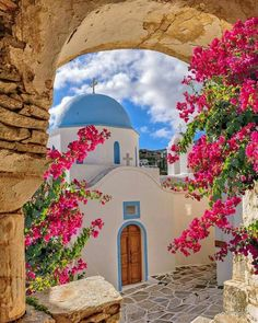 A magnificent chapel in Paros island, Cyclades, Greece Places To Travel, Places To See, Wonderful Places, Beautiful Places, Places Around The World, Around The Worlds, Paros Greece, Athens Greece, Paros Island