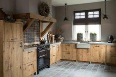 Rustic Italian Home Barn Kitchen, Farmhouse Style Kitchen, Wooden Kitchen, Rustic Kitchen, Country Kitchen, Kitchen Decor, Sauna Design, Küchen Design, Industrial Kitchen Design
