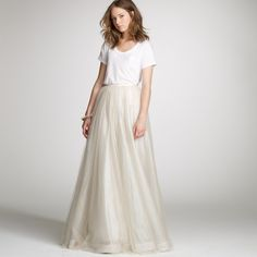 This casual offbeat bride is killing it in this simple tee and skirt. We're totally on board with this look.