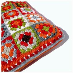 Crochet granny square pillow by Helena Haakt (kussen haken) Diy Crochet Pillow, Crochet Home, Crochet Granny, Knit Crochet, Square Patterns, Cushions, Pillows, Craft Gifts, Blanket