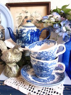 I really like the blue and white dishes...look so nice.