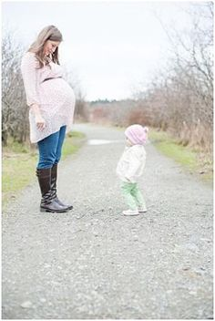 maternity picture ideas for family_opt mom belly toddler pretending