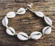 Hand Made canapa Shell cavigliera con conchiglie di ciprea, Sea Gypsy bohemien