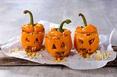 Fylt paprika til halloween Norwegian Food, Norwegian Recipes, Pumpkin Carving, Tin, Side Dishes, Thanksgiving, Lunch, Fruit, Halloween