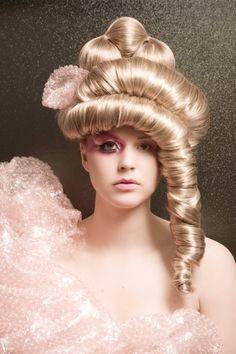Avant Garde Hair Trends by Nikki Gauvreau  http://www.bangstyle.com/2013/10/avant-garde-hair-trends-by-nikki-gauvreau/