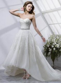 Bridal trend: High-low wedding dresses | In White