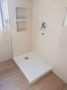 Gestaltung der Dusche mit Mosaik und Fliesen, sowie Einbau einer Nische.