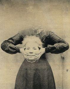 Nell'800 andava di moda farsi le foto senza testa. #photography #vintage
