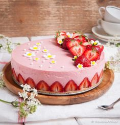 Luchtige Aardbeien Kwarktaart - Keukenatelier Sweet Recipes, Cake Recipes, Dessert Recipes, Cupcakes, Cupcake Cakes, Cheesecakes, Buttercream Cake Designs, Cake & Co, Weird Food