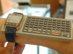 Eine Smartwatch im Jahr 1984 Smart Watch von Seiko Related posts:Portable Gumball Interactive Glow cm x 134 cm Regal Coolest Hair Color Trends Smartwatch, Radios, Alter Computer, Wearable Computer, Old Technology, Technology Gifts, Wearable Technology, Old Computers, Retro Futurism