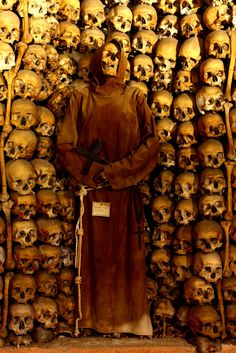 Mummified monk in the crypt of Santa Maria delle Concezione (Rome, Italy) - Empire of Death by Paul Koudounaris: http://skullappreciationsociety.com/empire-of-death-by-paul-koudounaris/ via @Skull_Society
