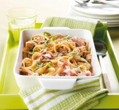 Creamy pasta dishes are often viewed as an unhealthy indulgence. Our collection includes healthy carbonara, pasta bake and vegetarian recipes – all of which are low in fat. Creamy Chicken Carbonara, Pasta Carbonara, Chicken Fettuccine, Chicken Pasta, Smoked Chicken, Chicken Bacon, Chicken Recipes, Creamy Pasta Recipes, Bon Appetit