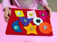 A Felt Button Board is a nifty learning tool for toddlers and preschoolers. Felt crafts for kids like this homemade toy make wonderful travel activities for kids and improve fine motor skills with tactile shapes that can be attached and removed. Motor Skills Activities, Montessori Activities, Gross Motor Skills, Preschool Activities, Travel Activities, Material Didático, Montessori Practical Life, Creative Curriculum, Toddler Fun