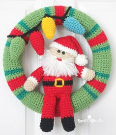 Happy December! I love crocheting wreaths for the holidays and seasons and my collection was in much need of a Christmas wreath. So keeping with my usual style, I created this jolly version with Santa