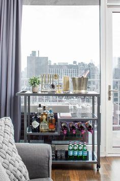38 Ideas For Apartment Living Room Diy Bar Carts Diy Bar Cart, Gold Bar Cart, Bar Cart Styling, Bar Cart Decor, Bar Carts, Bar Cart Wood, Apartment Bar, Apartment Living, Living Room