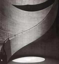 Stairwell by Japanese architect Tadao Ando - Hyogo Prefectural Museum of Art Architecture Design, Concrete Architecture, Stairs Architecture, Japanese Architecture, Light Architecture, Contemporary Architecture, Contemporary Art, Hyogo, Tadao Ando