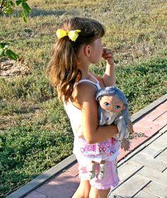 Предлагаю сшить игровую куклу. Куклу, которая станет верной спутницей и хранительницей секретов, подружкой и игрушкой, с которой так легко и приятно засыпать. Конечно кукла не заменит ребёнку общения с детьми и родными. Но играя с куклами, дети многому учатся и развиваются. В данном мастер-классе, если говорить прямо, получилось несколько мастер-классов.