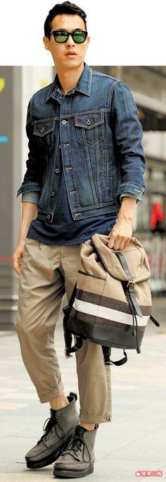 楊祐寧展現時尚功力,全身穿搭只有藍色和卡其色。