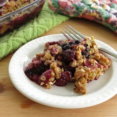Mixed Berry Crumble - an easy spring time treat! Use almond flour and make it gluten-free! #SundaySupper