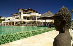 Our pool surrounded by Buddhas. Relaxed and perfect for your holiday. Nuestra piscina rodeadas de Budas. / Ambiente relajado y perfecto para pasar tus vacaciones.  #holidays #tenerife #hotel #vacaciones