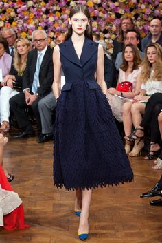 View all the catwalk photos of the Christian Dior haute couture autumn 2012 showing at Paris fashion week. Dior Haute Couture, Christian Dior Couture, Runway Fashion, Fashion Models, High Fashion, Fashion Show, Fashion Design, Modelos Fashion, Atelier Versace