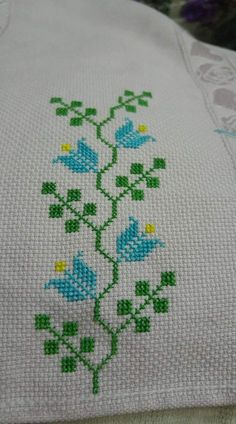 Floral cross stitch pincushion by GraceAndWhimsy on Etsy Cross Stitch Bookmarks, Cross Stitch Borders, Cross Stitch Rose, Simple Cross Stitch, Cross Stitch Animals, Cross Stitch Flowers, Cross Stitch Designs, Cross Stitching, Cross Stitch Embroidery