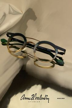 Eyewear Anne et Valentin -Model Birdy Round Lens Sunglasses, Cute Sunglasses, Luxury Sunglasses, Sunglasses Women, Sunnies, Fake Glasses, Glasses Frames, Theo Eyewear, Fashion Eye Glasses