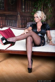 Lucy Zara is one sexy office girl.I love the shiny effect on your platform stiletto heels. So sexy. Miss Mosh, Zara, Pantyhosed Legs, Bas Sexy, Femmes Les Plus Sexy, Stocking Tops, Red Bottoms, Sexy Stockings, Hot Pants