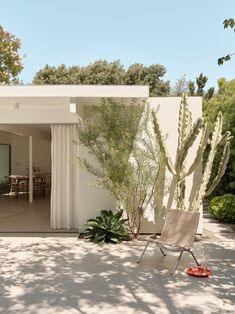 Modern Courtyard, Courtyard House, Courtyard Gardens, Indoor Outdoor Living, Outdoor Spaces, Outdoor Decor, Patio Interior, Interior And Exterior, Eichler Haus