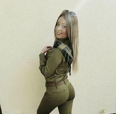 Idf Women, Military Women, Israeli Female Soldiers, Artistic Fashion Photography, Israeli Girls, Geometric Tatto, Outdoor Girls, Beautiful Asian Women, Beautiful Buns