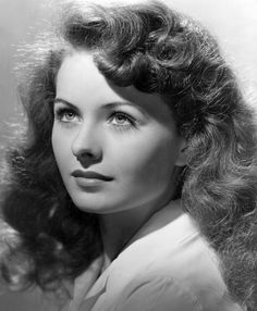 Jeanne Crain-- one of the true Hollywood beauties Hollywood Stars, Old Hollywood Glamour, Golden Age Of Hollywood, Vintage Hollywood, Classic Hollywood, Classic Actresses, Beautiful Actresses, Hollywood Actresses, Old Movie Stars