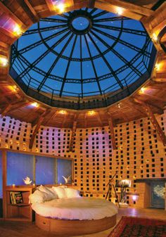 Would love to look at the stars at night while in bed. Honeymoon Suite, My Perfect Wedding, Places To Get Married, Look At The Stars, Earthship, Stars At Night, Skylight, Conservatory, Dream Big