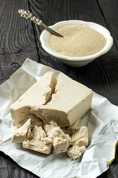Hefe selber machen - So geht's! Easy Cake Recipes, New Recipes, Vegan Recipes, Food Cakes, Food Items, Coffee Cake, Diy Food, Summer Recipes, Ricotta