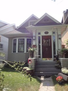 Crescent Heights-225 4 Ave NE Calgary. Called 'A Poet's Place'