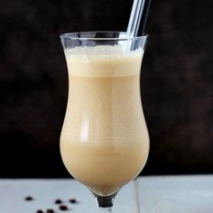 Coffee shake - your afternoon portion of coffee and a dessert. (in Polish) What Is A Smoothie, Brunch Recipes, Cocktail Recipes, Coffee Shake, Polish Breakfast, Frozen Fruit, Hurricane Glass, Hot Chocolate, Glass Of Milk