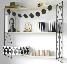 String shelves systems