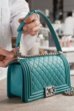 Leather Bag Design, Leather Bag Pattern, Diy Bags Patterns, Handbag Patterns, Fashion Handbags, Fashion Bags, Channel Bags, Leather Roll, Fabric Bags