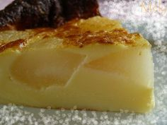 Clafoutis aux poires (rapide & excellent) - Chaudron Pastel Flan Dessert, Dessert Recipes, Pie Crumble, Cake Factory, No Sugar Foods, Nutella, Bakery, Deserts, Food And Drink
