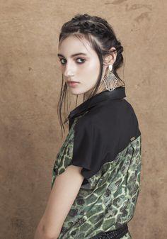 Chemise cetim com bolso frente detalhe gola couro estampa war - Curtos - Vestidos