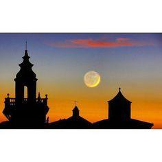 Moltes gràcies @jordibibilonireig per compartir aquesta espectacular imatge de la Parròquia de Sant Bartomeu de Valldemossa. #igersmallorca #travelblogger #mallorca #photooftheday #igers #viewpoint #picoftheday #blogger #igersbalears #valldemossa #spain #espana #visitvalldemossa #wanderlust #love #holiday #cute #instalike #instagood #architecture #summer #fun #tflers #happy #instadaily #beautiful #landscape