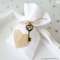 Le cadeau offert aux invités d'un mariage, c'est la petite attention qui leur permettra de se rappeler avec nostalgie de cette belle journée. Voici 20 idées adorables qui devraient faire mouche.