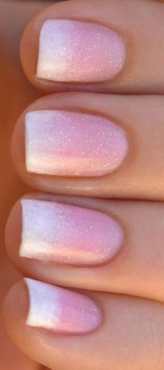 Nails gradient in pastel pink and white - Nail Passion
