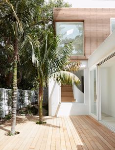 Woorak House in Sydney offers peeks of nearby nature reserve Modern Tropical House, Tropical Houses, Roof Architecture, Architecture Details, Tropical Architecture, Residential Architecture, Future House, My House, Surf House
