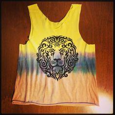 Regata Leão! Camisetas personalizadas, desenvolvidas manualmente: www.folksarts.com.br ou www.facebook.com/folks.arts #folksarts #lion #boho #handmade #cult