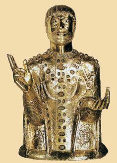 Busto relicario de San Baudime  1150-1200  cobre dorado sobre alma de madera  Iglesia de Saint-Nectaire, Saint-Nectaire  En el ámbito artístico, orfebrería románica jugó una parte considerable no sólo en el nacimiento y desarrollo de la escultura monumental, sino también en la formación de artistas. La reputación de los orfebres cruzó fronteras y sus obras se cita a menudo como modelos. Trabajo repujado era una de las técnicas más modernas con los orfebres, ya que dictó el alivio mejor en…