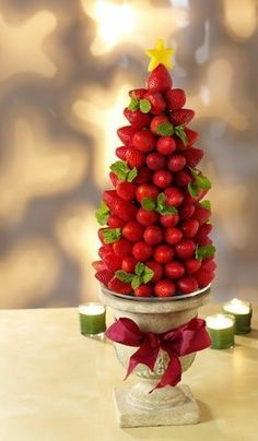 Strawberry Christmas Tree - Christmas Tree Shaped Appetizers perfect for a Holiday Party!Strawberry Christmas Tree - Christmas Tree Shaped Appetizers perfect for a Holiday Party!